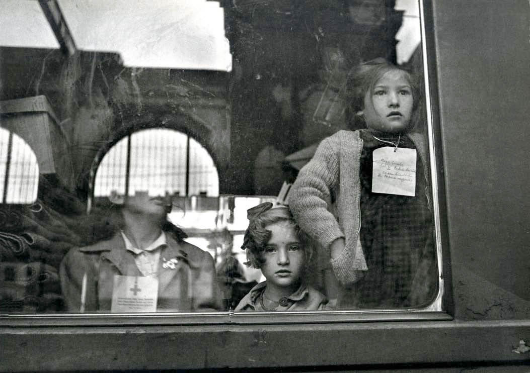 Werner Bischof, photo taken in Budapest Train Station 1947